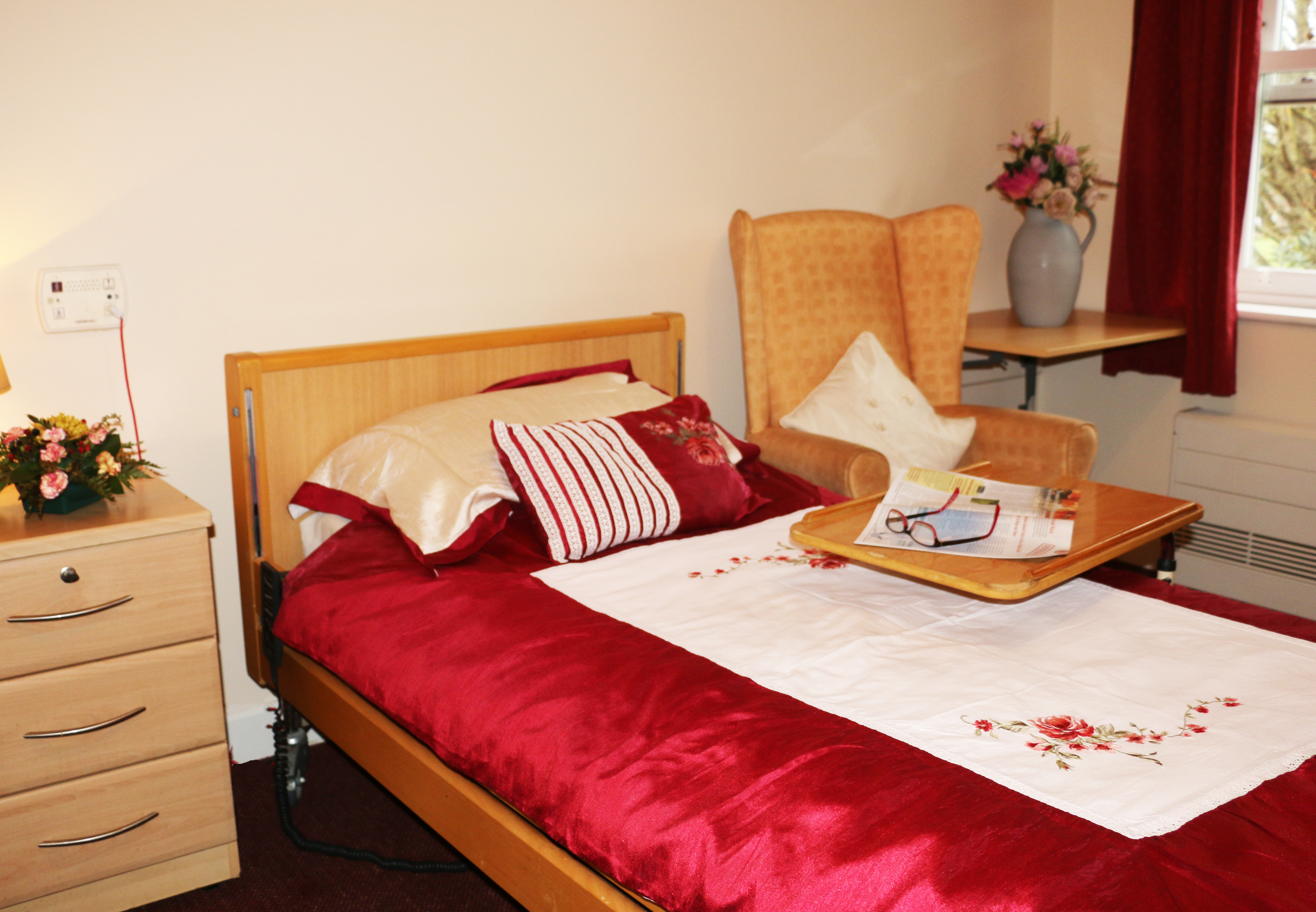 A Linfield bedroom showing a bed with red sheets