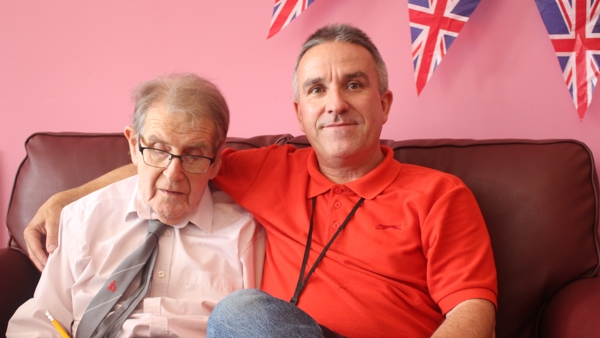 Dementia support worker with a Haviland House family member sat on a couch